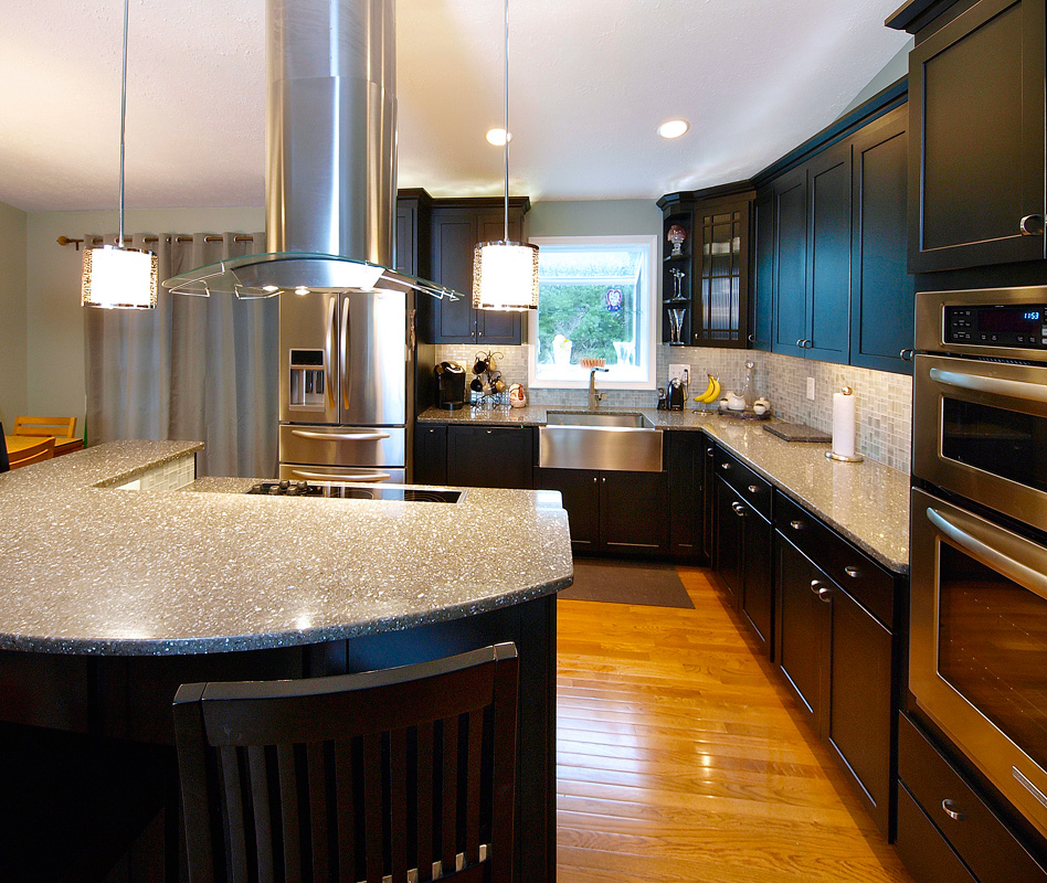 Contemporary Eat-In Kitchen Renovation